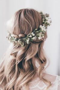 Earrinsg to suit you wedding hair
